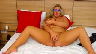 QueenTara – Horny BBW Shows Her Body