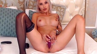 IssaSmith – Super Hot Girl Plays With 2 Holes Of Her Own